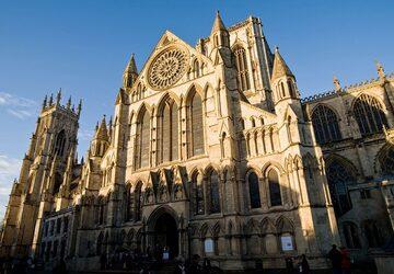 Trải nghiệm vẻ đẹp cổ kính đậm phong cách Gothic của nhà thờ York