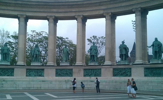 quảng trường anh hùng heroes square - tác phẩm điêu khắc