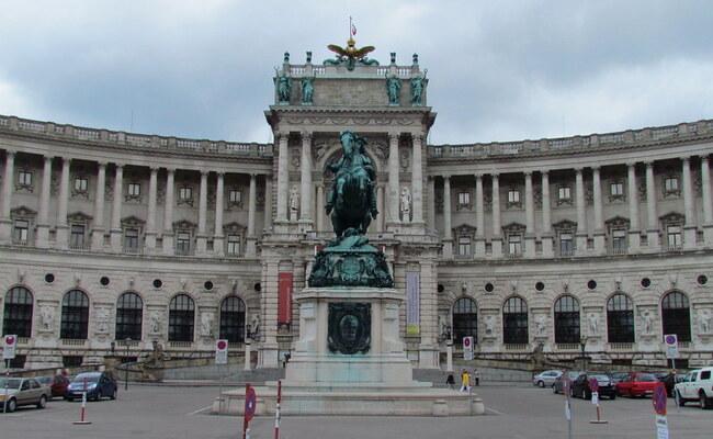 quảng trường heldenplatz - lâu đài neue burg