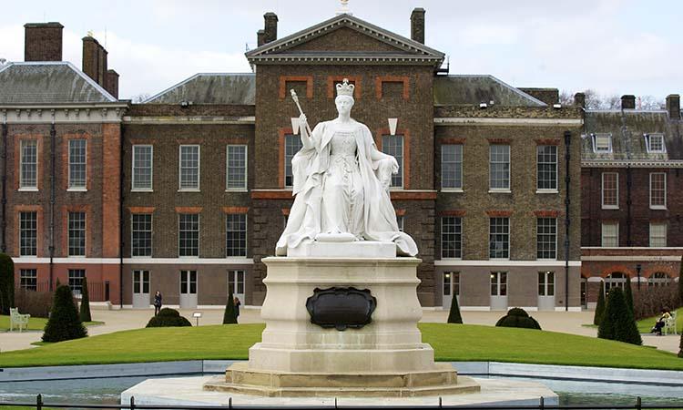 Bức tượng nữ hoàng Victoria