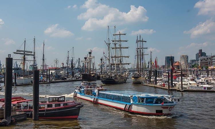 Du thuyền tham quan cảng Hamburg là một lựa chọn trải nghiệm thú vị