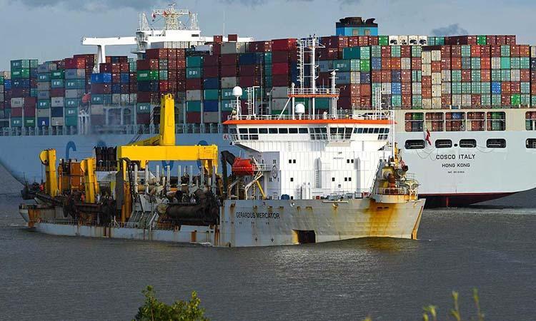Cảng Hamburg đóng vai trò kinh tế quan trọng