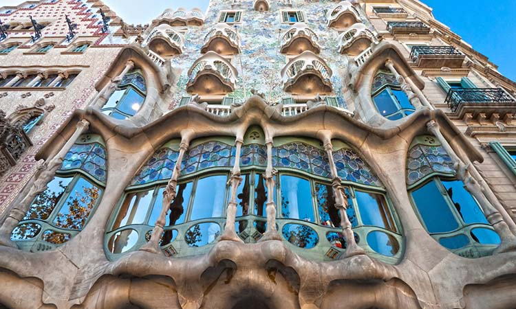 Vẻ đẹp kiến trúc mặt tiền của Casa Batllo