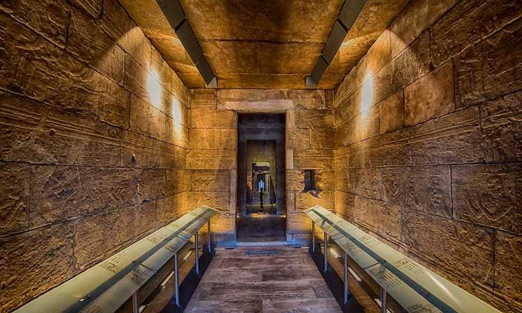 Bên trong đền thờ Debod