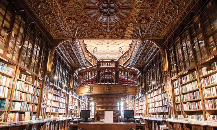 Kiến trúc thú vị của hiệu sách Livraria Lello