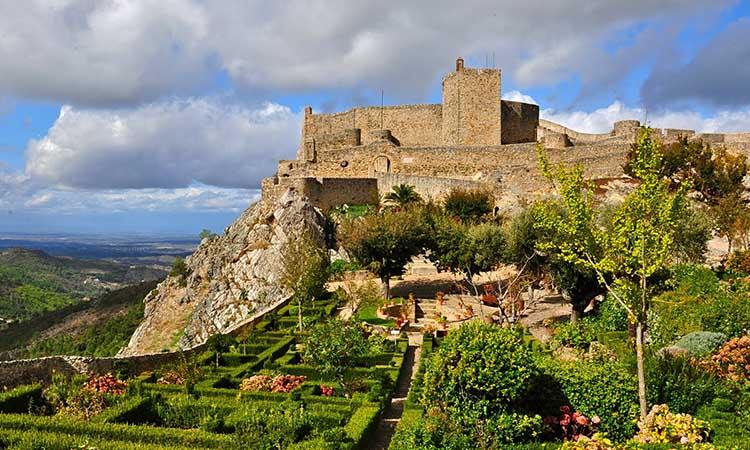 Lâu đài nhìn từ trên cao