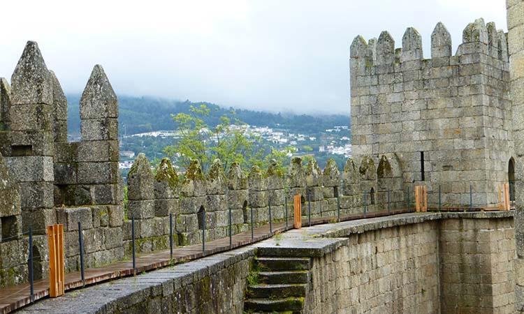 Ngắm cảnh từ lâu đài Guimaraes