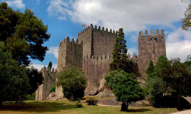 Lâu đài Guimaraes