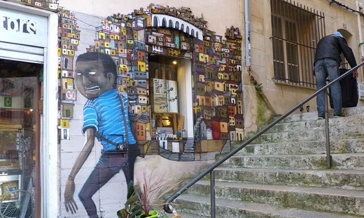Tranh tường trên phố Le Panier