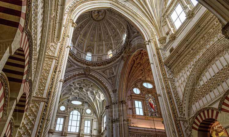 Nội thất trong nhà nguyện Mezquita