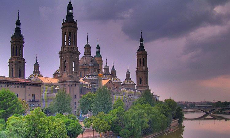 Nhà thờ Basilica Del Pilar