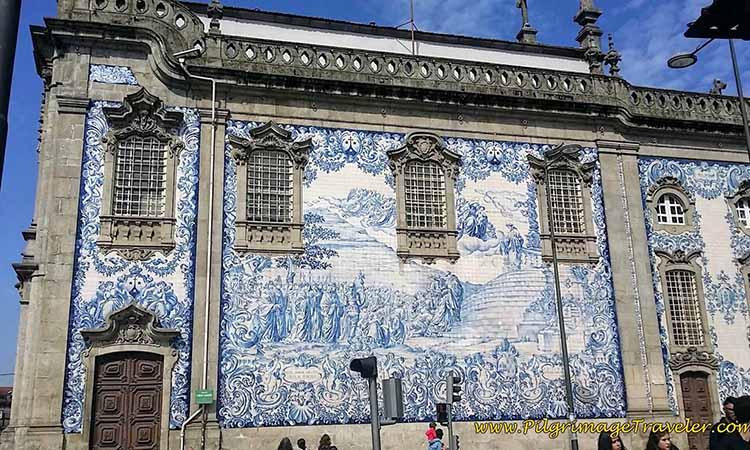 Tranh tường trên nhà thờ Igreja do Carmo
