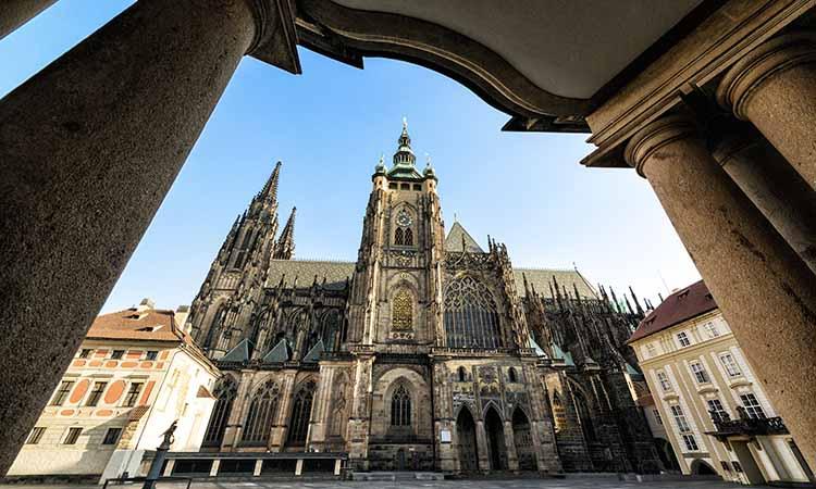 Nhà thờ lớn St.Vitus với ngoại thất nổi bật