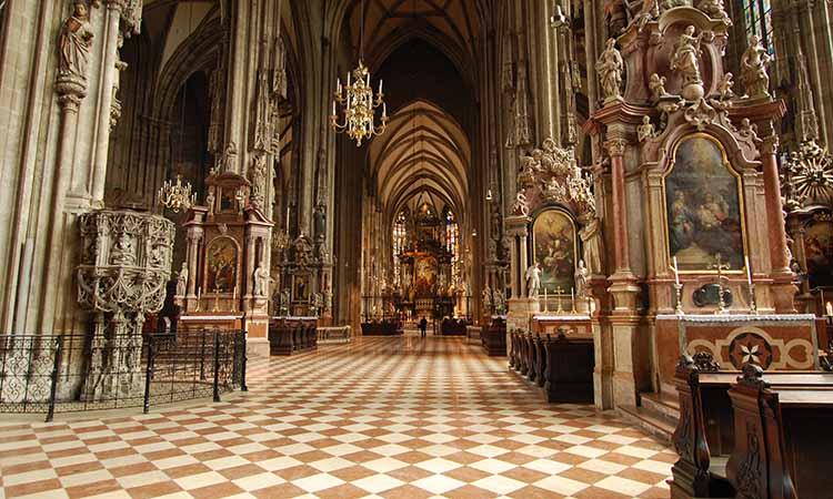 Nội thất của nhà thờ thánh Stephen