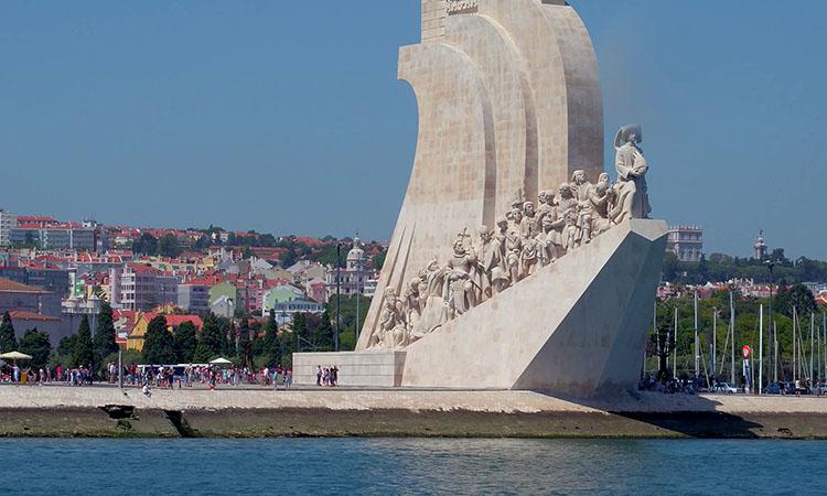 Tượng đài Khám Phá bên bờ Tagus