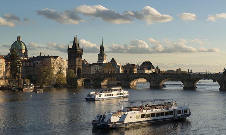 Du thuyền trên sông Vltava