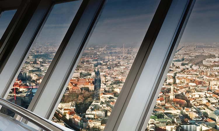 Ngắm cảnh trên tháp truyền hình Berlin