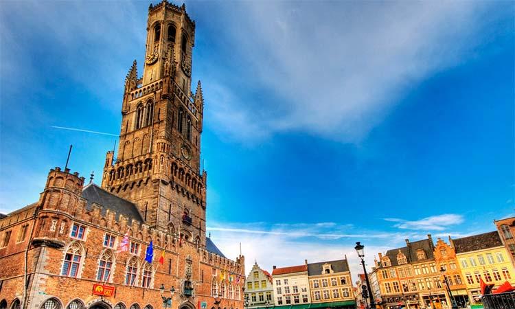 Kiến trúc cổ kính của tháp Belfort