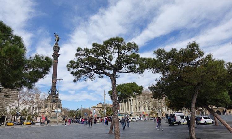 Tượng đài Columbus nằm ở đâu?