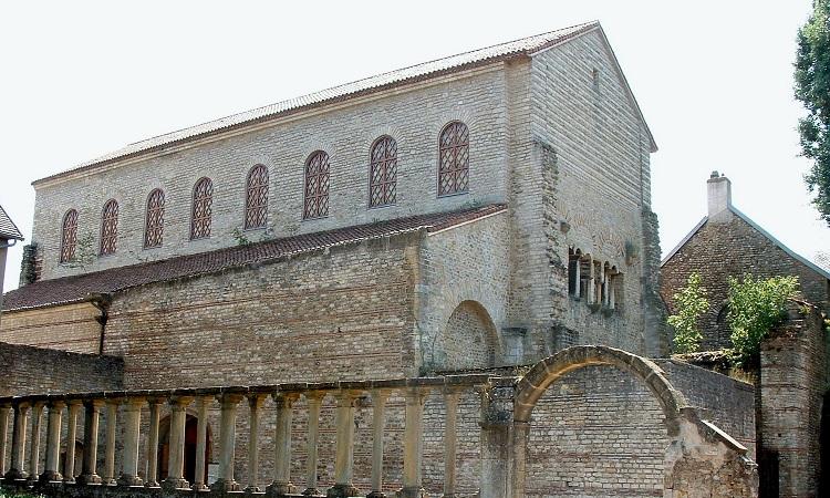 Nhà thờ nhìn từ phía ngoài
