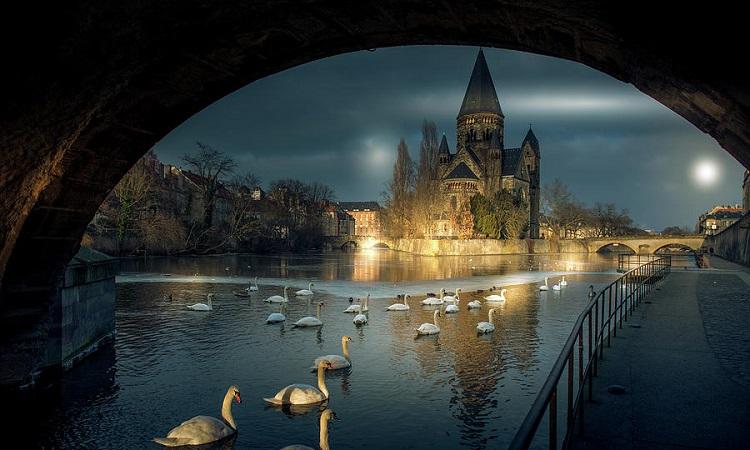 Nhà thờ vào ban đêm