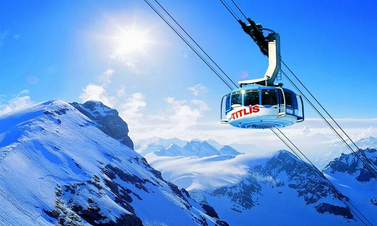 Cáp treo trên núi tuyết Titlis