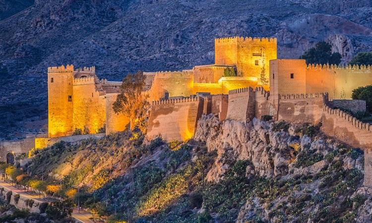 Pháo đài trên dãy núi