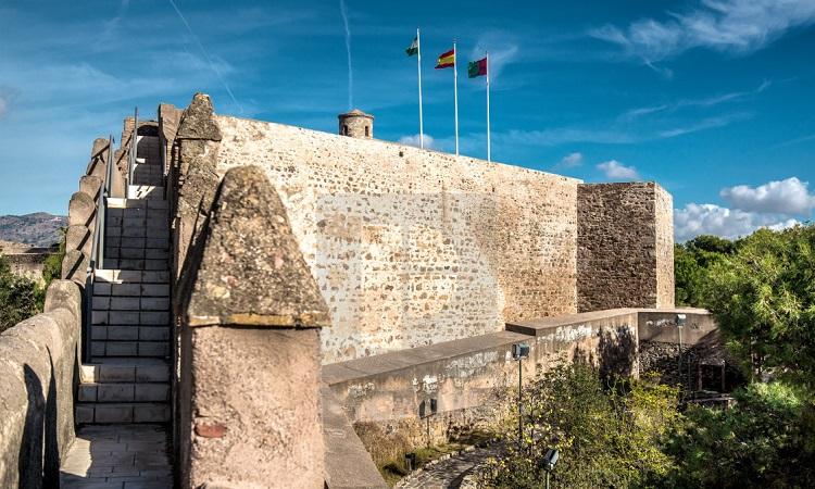 pháo đài gần 1000 tuổi
