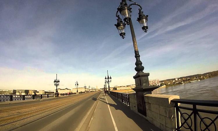 Trên cầu Pierre