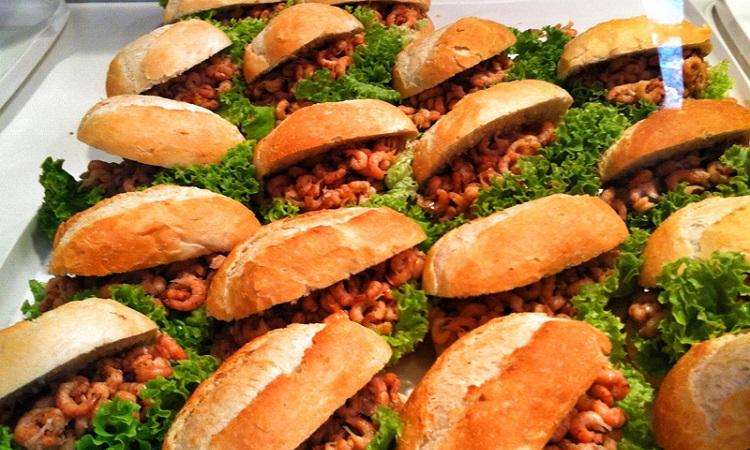 Món bánh mỳ nhân cá nổi tiếng