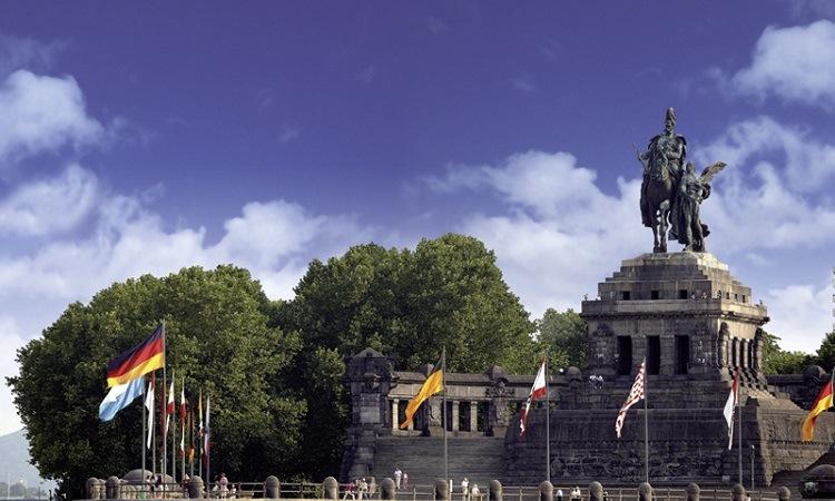 Những bức tượng lớn ngoài không gian công cộng