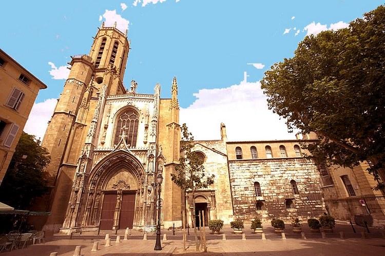Toàn cảnh nhà thờ Cathedrale Saint Sauveur