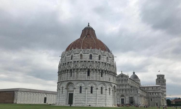 Nhà rửa tội Pisa
