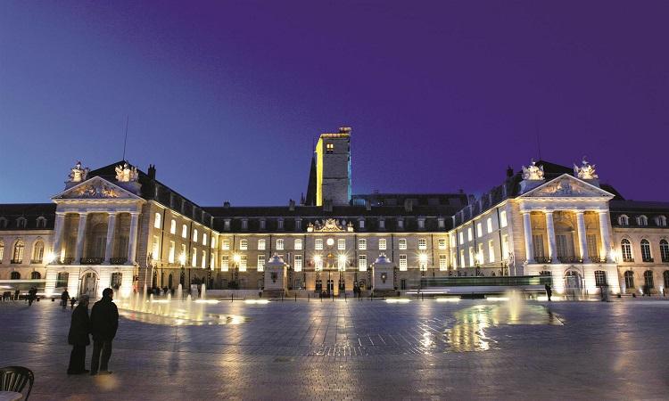 Cung điện về đêm