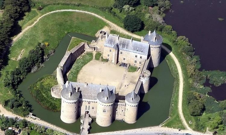 Lâu đài Chateau des Ducs de Bretagne nhìn từ trên cao