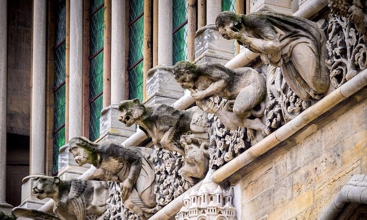 Những bức tượng đầu thú độc đáo