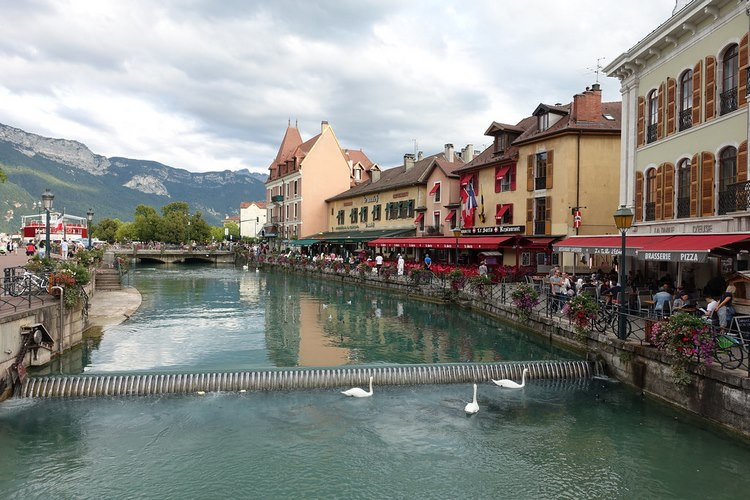 Sông Thiou, dòng sông siêu sạch giữa lòng Annecy