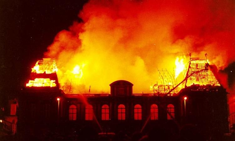 Hỏa hoạn tại quà nhà quốc hội vào năm 1994