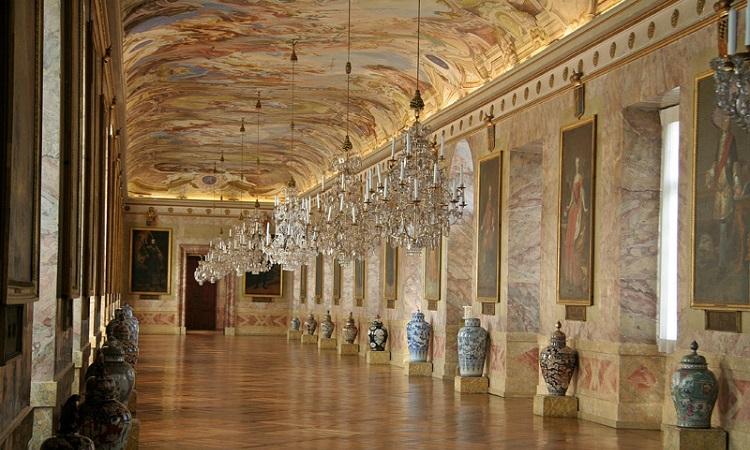 Viện bảo tàng đồ sứ và thời trang, phòng trưng bày tranh Baroque