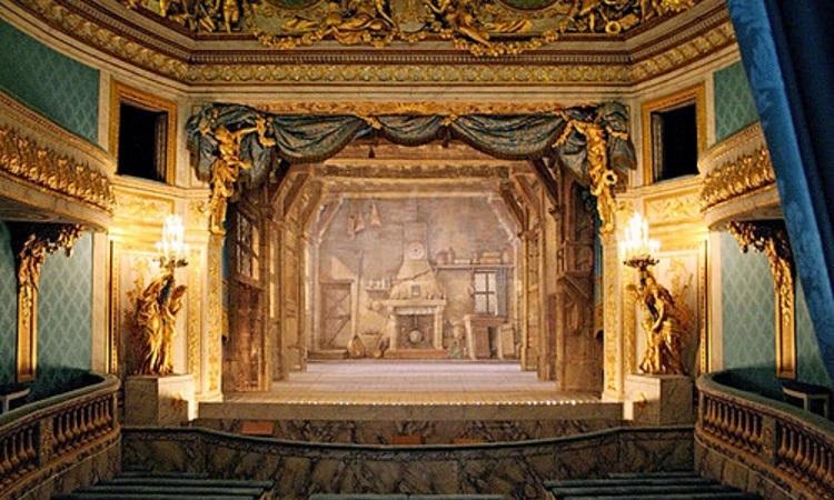 Nhà hát trong cung điện Ludwigsburg với 350 chỗ ngồi