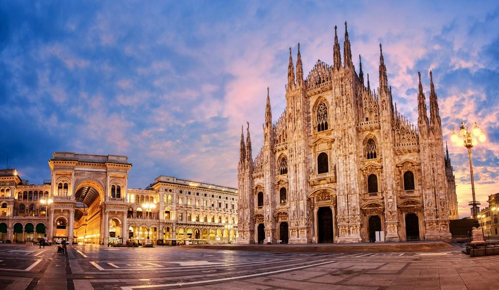 Nhà thờ lớn theo lối kiến trúc Gothic tráng lệ - Duomo