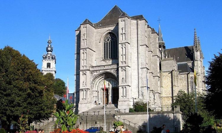 nhà thờ Sainte Waudru