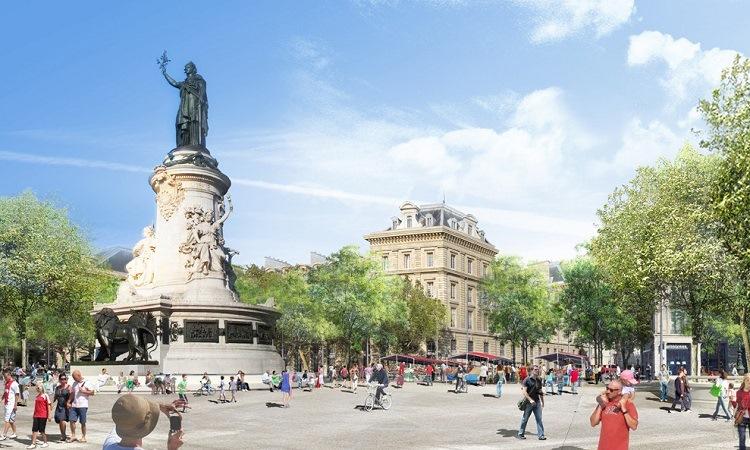 Tượng đài lớn giữa Quảng trường