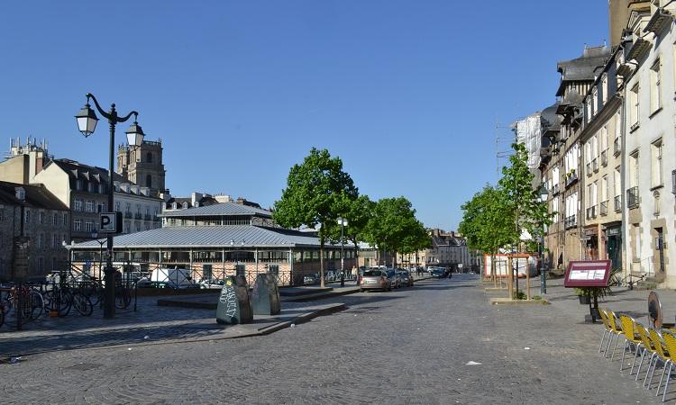 Quảng trường Place Des Lices