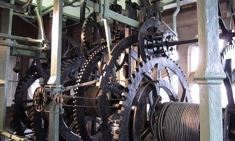 Bộ máy đồng hồ cỡ lỡn tại tháp