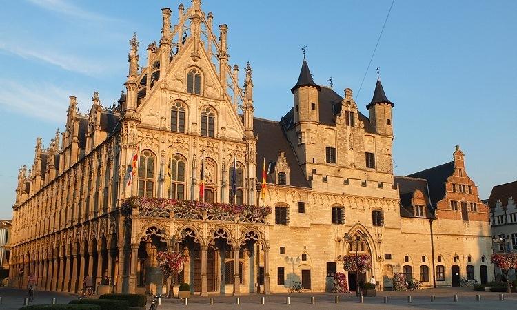 Vẻ nguy nga của Tòa thị chính Mechelen