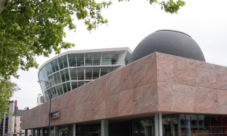 Trung tâm nghệ thuật Champs Libres