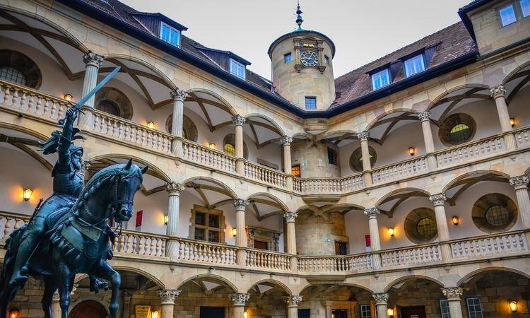 Lâu đài với nhiều họa tiết kiến trúc của thời kỳ Phục hưng Ý