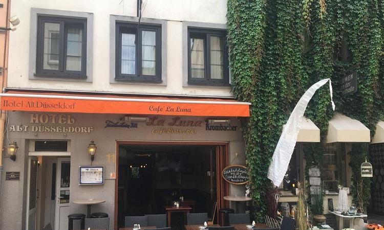 Phố cổ là nơi hội tụ của nhiều quán cà phê nổi tiếng