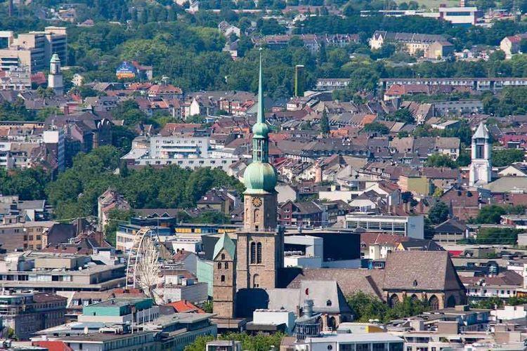 Toàn cảnh Nhà thờ St. Reinold nhìn từ xa